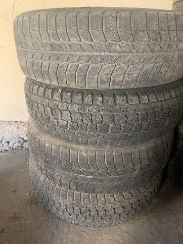 225 65 17 зимние шины в Кыргызстан: Зимние шины в комплекте 225.65.17 сост среднее  Цена 100$