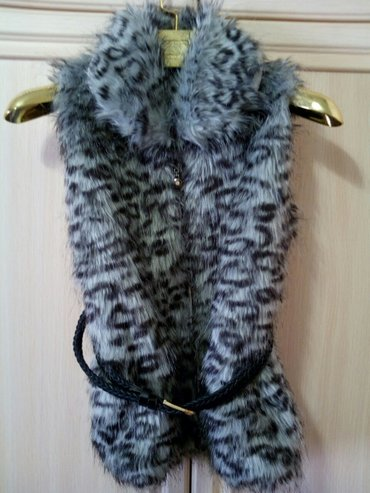 очень стильная меховая жилетка на девочку. б/у. в идеальном состоянии. в Бишкек