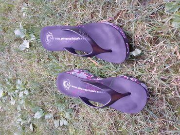 Papuce jednom obuvene br. 38Prodajem iskljucivo zato sto mi je mali