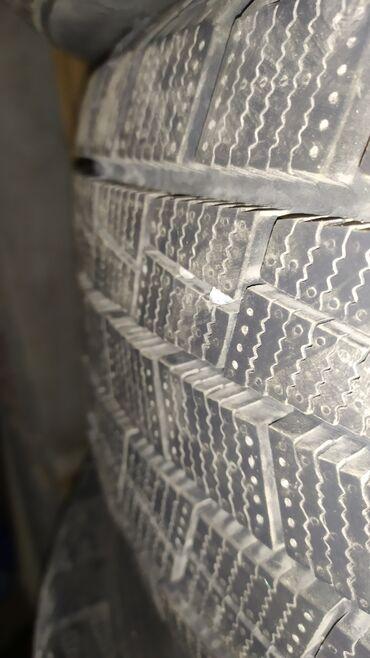Шины и диски - Диаметр: 17 - Бишкек: Продаю комплект зимней резины 215/55/17 гоформ брал прошлой зимой
