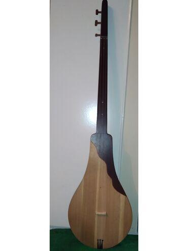 Музыкальные инструменты - Кызыл-Кия: Продаётся Комуз  В хорошом состояние