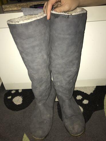 Ženska obuća | Cuprija: Sive cizme,ostecenja se vide na slici
