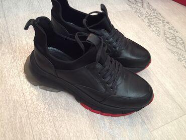 Продаю женские кроссовки  39-40 размер  Итальянский бренд Nilla&Ni