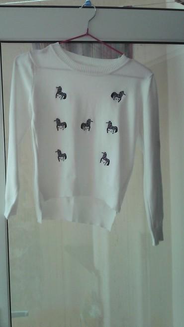 женские-белые-свитера в Азербайджан: Продам кофту.Есть WhatsApp/