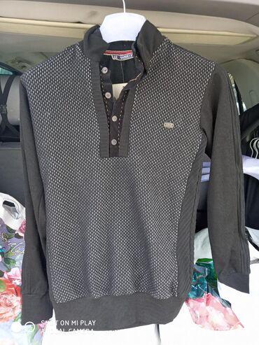 Мужские свитера в Кыргызстан: Продаю мужские кофты ! Черная размер 46 - S коричневая есть 52