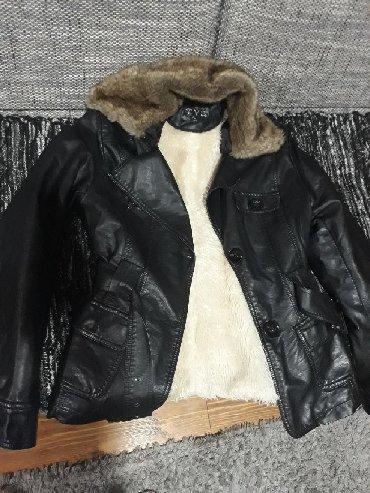 Kozna jakna sa krznom - Srbija: Jakna od eko koze,prelepa,u odlicnom stanju sem kragne koja je