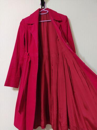 пальто лама в Кыргызстан: Пальто весна/осень в отличном состоянии. Ткань 100% х/б вельвет, цвет-