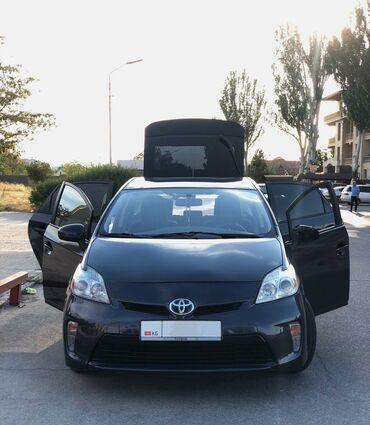 Toyota Prius 1.8 л. 2014 | 136 км