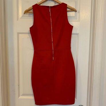 Amisu crvena haljina,velicina 42,atraktivna,satenski materijal,dekolte