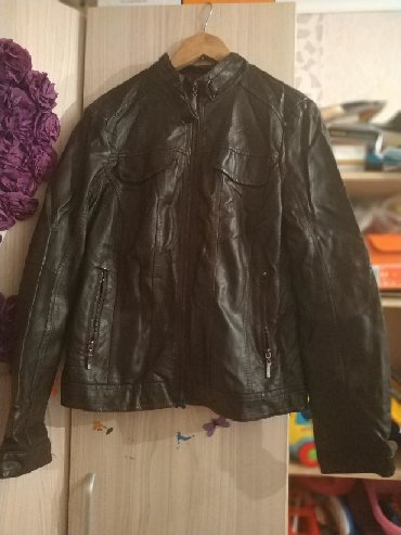 тёплую кожаную куртку в Кыргызстан: Продаю женскую кожаную куртку. размер 46-48