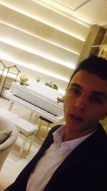 Bakı şəhərində Pianoçu