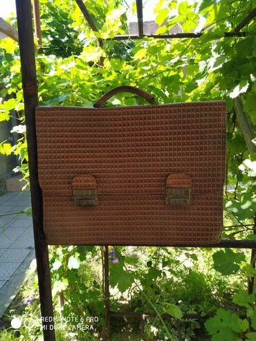 Сумки в Лебединовка: Продаю сумки коричневая чисто кожа 1000дипломат черный 700дипломат