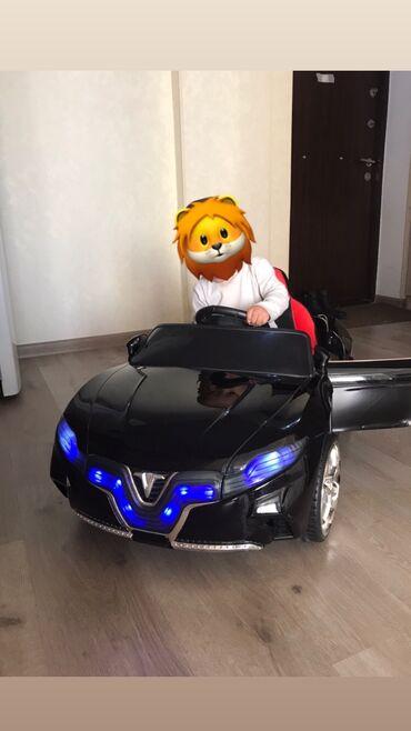 Продаём детскую электромашину «Tesla»в идеальном состоянии.Пультзар