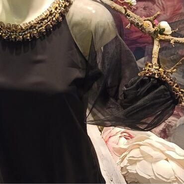 Bluza made in Italy jednom obučena s posebnim radom na rukavima i oko