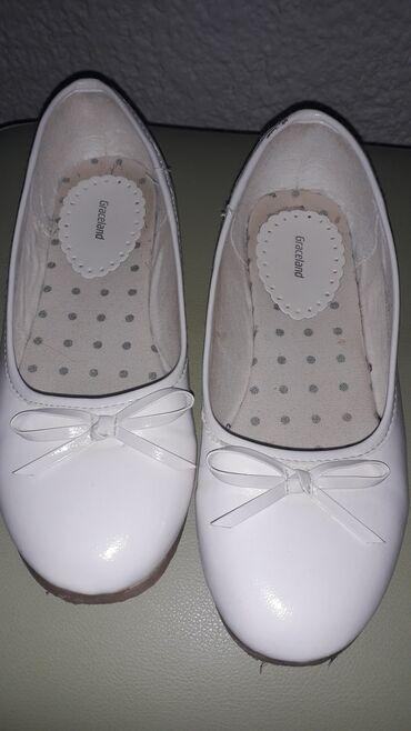 Dečija odeća i obuća - Sombor: BALETANKE bele lakovane-Graceland  Baletanke su par puta obuvene.Veoma