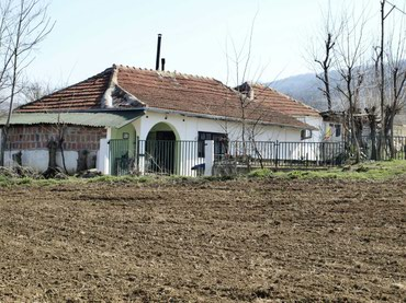 Kuća u selo Malošište (10km od Niša) 75m2 sa pomoćnim objektima - Belgrade