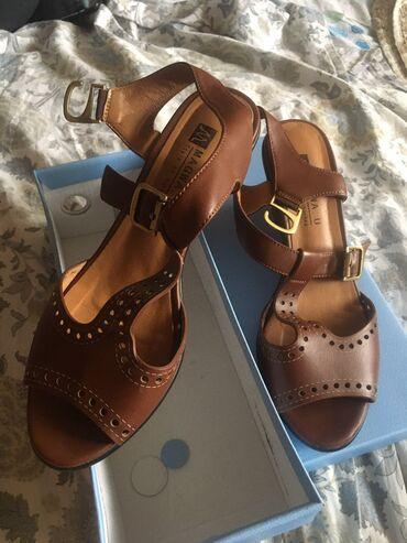 Женская обувь в Кемин: 800 сом Продаю босоножки турецкие 39- размера. Удобные . Одеты 3 раза