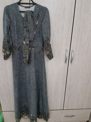 женское платье 56 размера в Кыргызстан: Платья турецкая ALICE Olivia,на фото плохо видно,очень красивая и