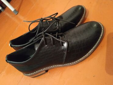Женская обувь (Новый)Размер: 37Эко-Кожа очень мягкая)Заказала, размер