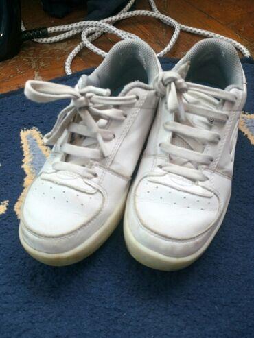 Dečije Cipele i Čizme - Obrenovac: Skechers patike 30 br.Nekada im je svetleo djon ali vise ne Nosene ali