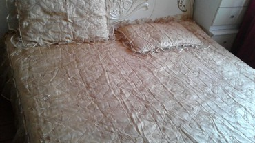 Покрывало для двух спальни, очень красивое, в отличном состоянии