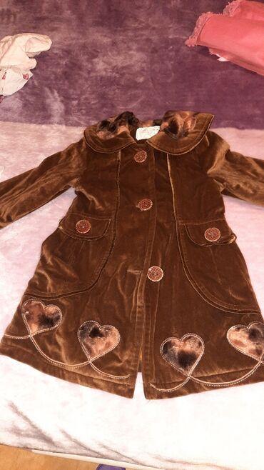 uşaq paltosu - Azərbaycan: Usaq paltosu irandan alinib isti saxlayir 4 5 6 yaw geyine biler