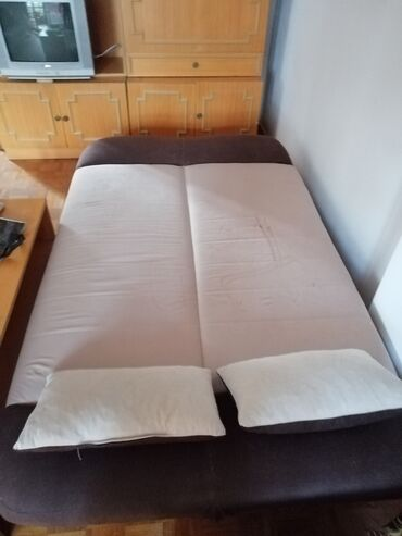 Pre - Srbija: 2 lezaja u kompletuPovoljno prodajem dva lezaja na razvlacenje koji