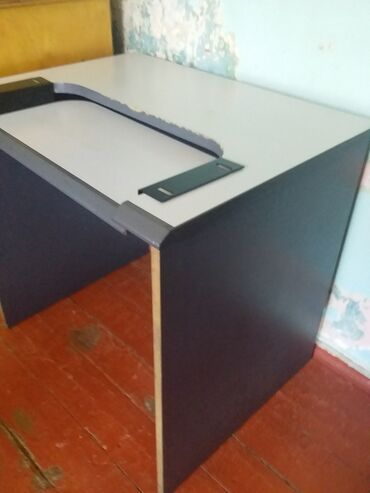 Monitorlar Azərbaycanda: Monitor + kompyuter masası ucuz qiymete elde ede bilersiniz ikisi