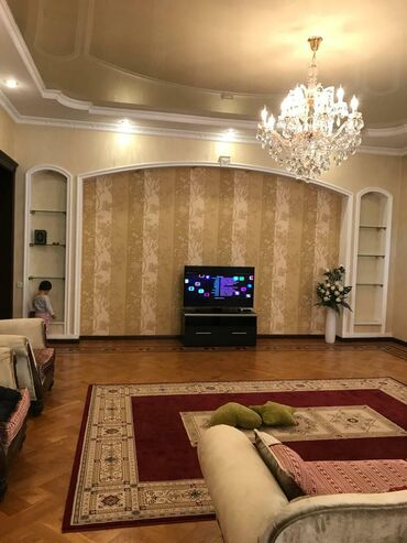 Сдается квартира: 4 комнаты, 270 кв. м, Бишкек
