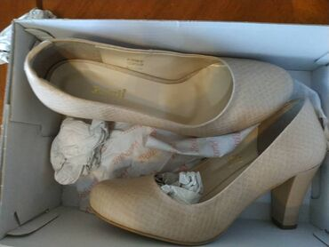 Туфли, размер 39, надеты один раз, брала за 2200