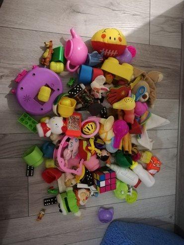 Kesa sa igračkama.. Razne igračke plastične, pisane, klementoni - Sjenica