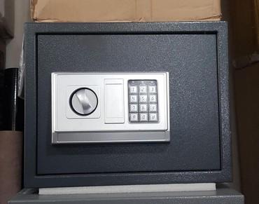 Seyf, 25×35 sm Yenidir, hem klid hemde şifre ile.  Ünvana çatdirilma