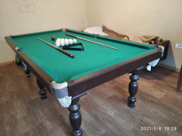 Спорт и хобби - Бишкек: Продаю бильярдный стол 8 фуд шары 70мм 2кия