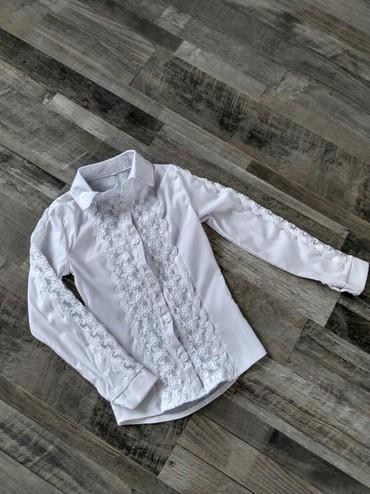 Школьные блузки - Кыргызстан: Школьная блузка на первоклашку в идеальном состоянии с красивыми