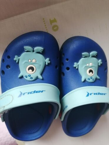 Ostala dečija odeća   Subotica: Par puta nosene papuce- sandale marke '' rider''. kupljene u officu. p