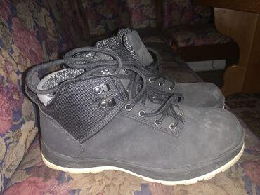 Duboka crna cipela