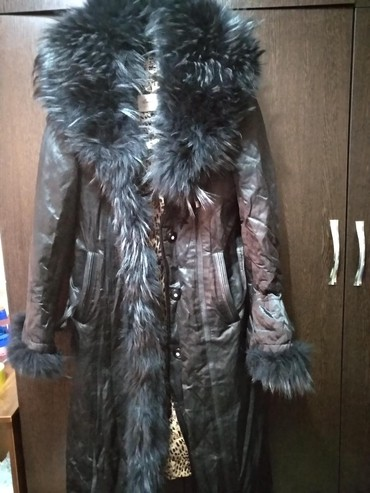Продаю пальто(дублёнка) внутри подкладом из кролика, на рукавах и