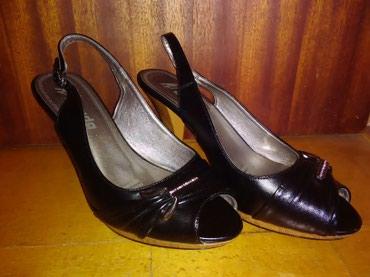 Dzemper na kopcanje - Backa Topola: Otvorene cipele/sandale na manju štiklu broj 39Cipele su nošene par