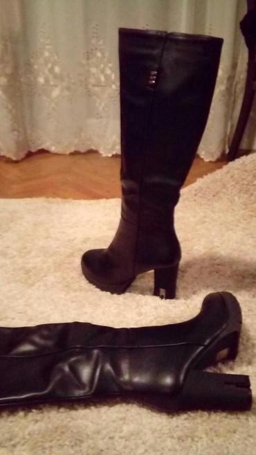 Nove cizme br 40. Crna boja