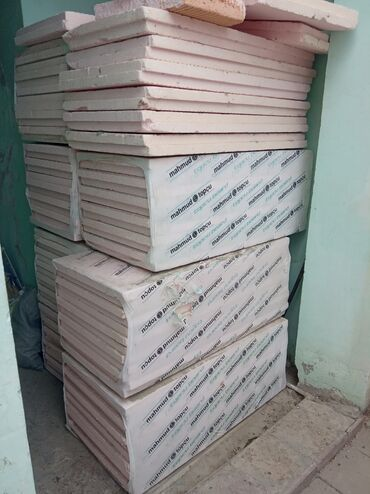 bir - Azərbaycan: Penaplas, XPS satılır. 1 kv.metr təxminən 8.5 manat. Qalınlığı 8 sm
