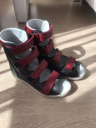 Продаю ортопедическую обувь для лечения плосковальгусной стопы. Одна п