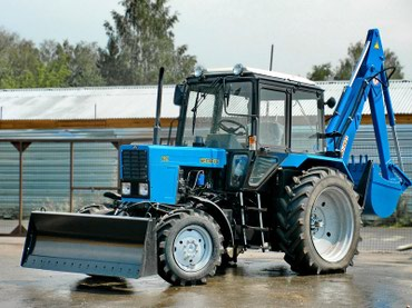 Экскаватор-бульдозер ЭО-2621 выполнен на базе трактора Беларус МТЗ и