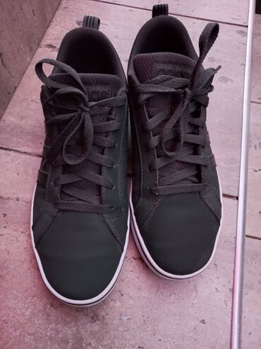 кий продажа в бишкеке в Кыргызстан: Продаются кроссовки Adidas (оригинал) Одевали 1 раз, размер не