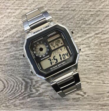 Удобные функциональные часы в популярном ретро-дизайне. Модель