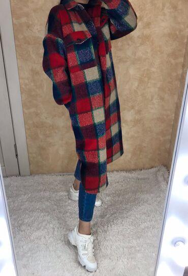 женское пальто в Кыргызстан: Пальто-рубашка со скидкой!Очень тёплая !Новая!По городу стоят от