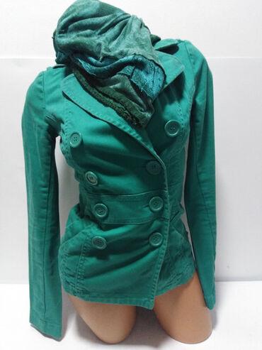 Preko grudi - Srbija: H&M vrhunska strukirana jakna izradjena od kvalitetnog debljeg
