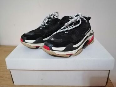 Мужская обувь - Кыргызстан: Продаю balenciaga triple s. Состояние отличное с коробкой. Брали за