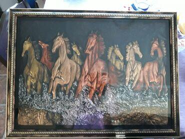 Na prodaju predivna slika konja dimenzija 66cm dužina i 50cm visina