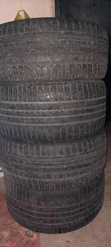 шина 18 в Кыргызстан: Прадаю резину разнаширокая 265.35.18/245.40.18 цена 2000с