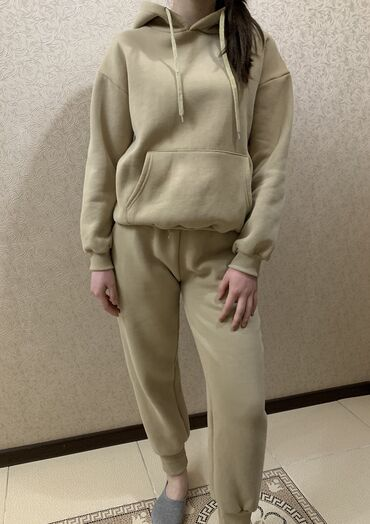 Утеплённый спортивный костюм Размер: стандарт Носила 1 раз, брала за 3